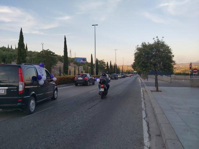 A las 20.00 horas ha partido esta caravana protesta desde el Recinto Ferial