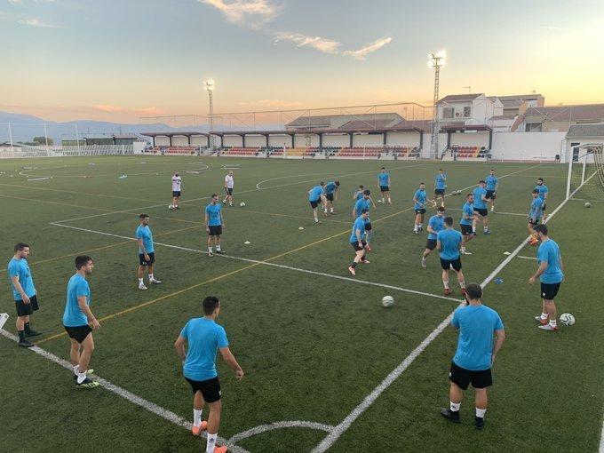 Plantilla del Begíjar CF, ejercitándose para el inicio de la temporada 2020-21