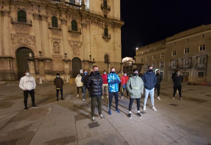 Jugadores del Real Jaén en la Plaza Santa María